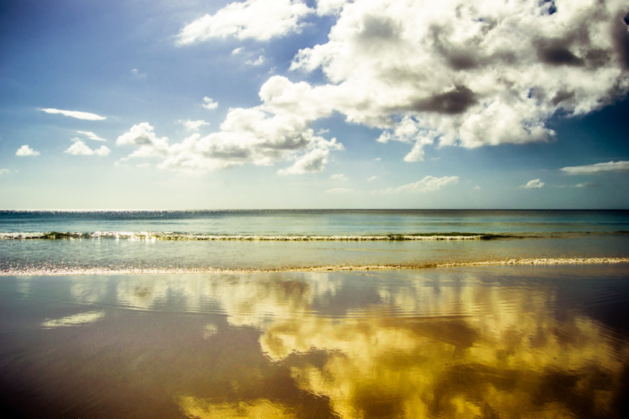 Reflections in the singing sand