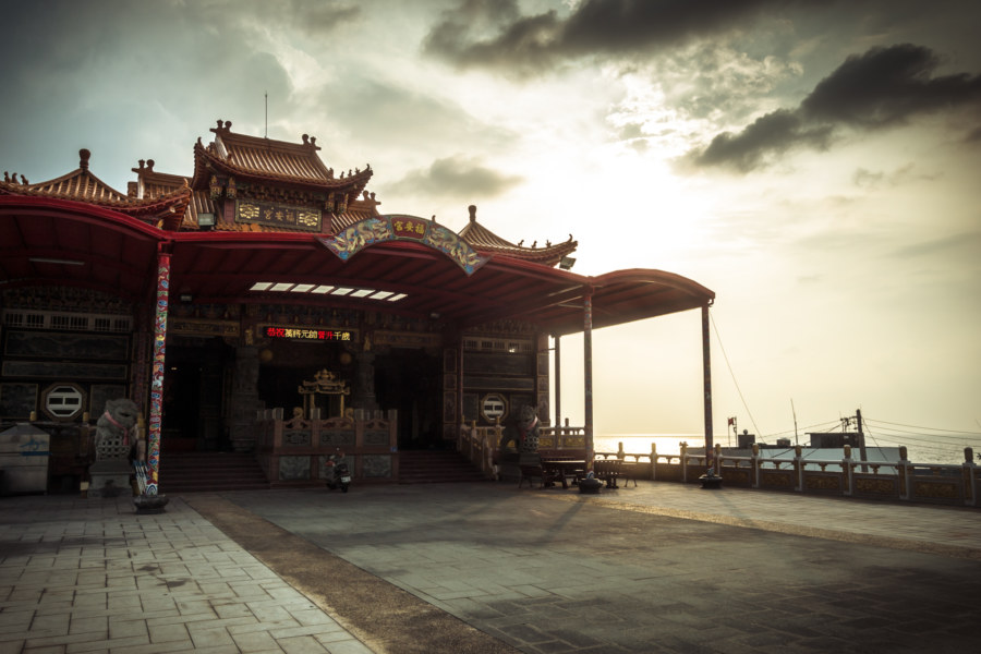 A seaside temple in Liuqiu
