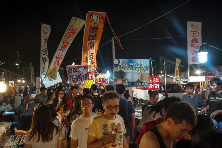 The crowds at Jingcheng Night Market