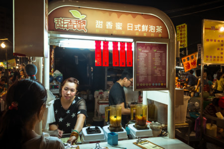 Boiled tea vendor at Jingcheng Night Market