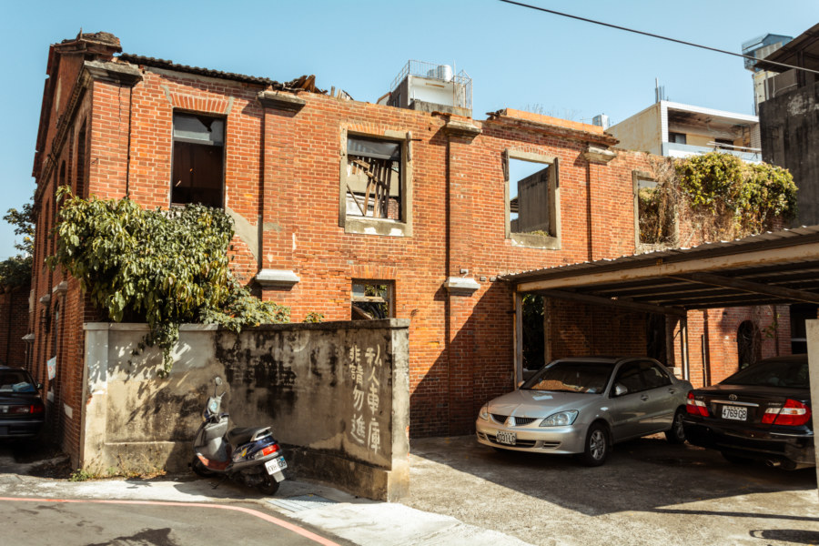 A crumbling ruin in back alley Changhua City
