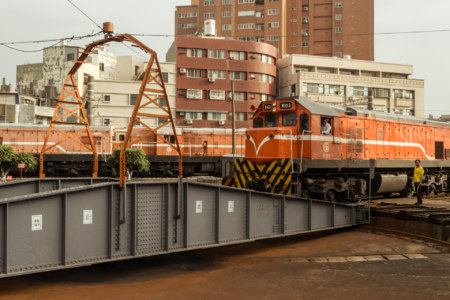 An engine approaches the turntable at the Changhua Roundhouse