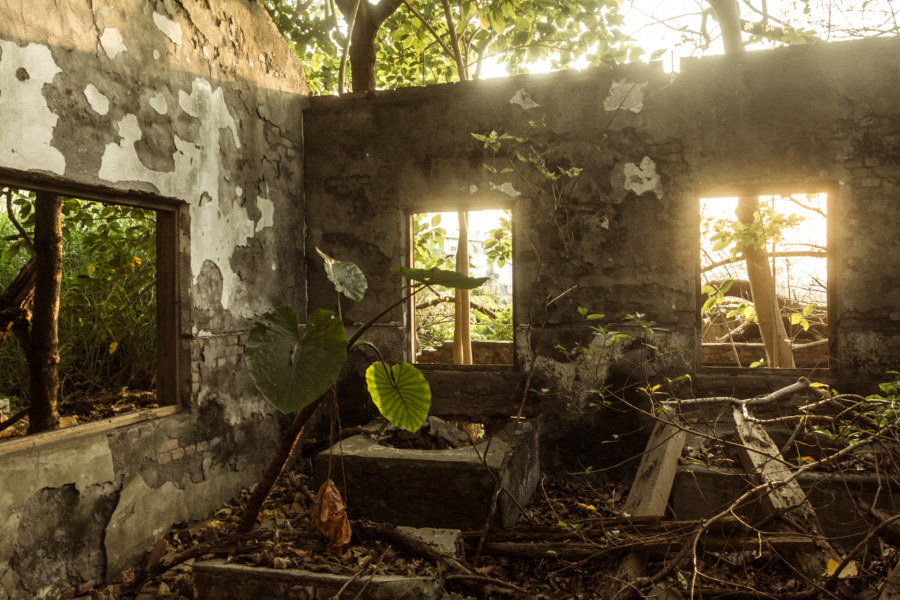 An abandoned home in Puxin