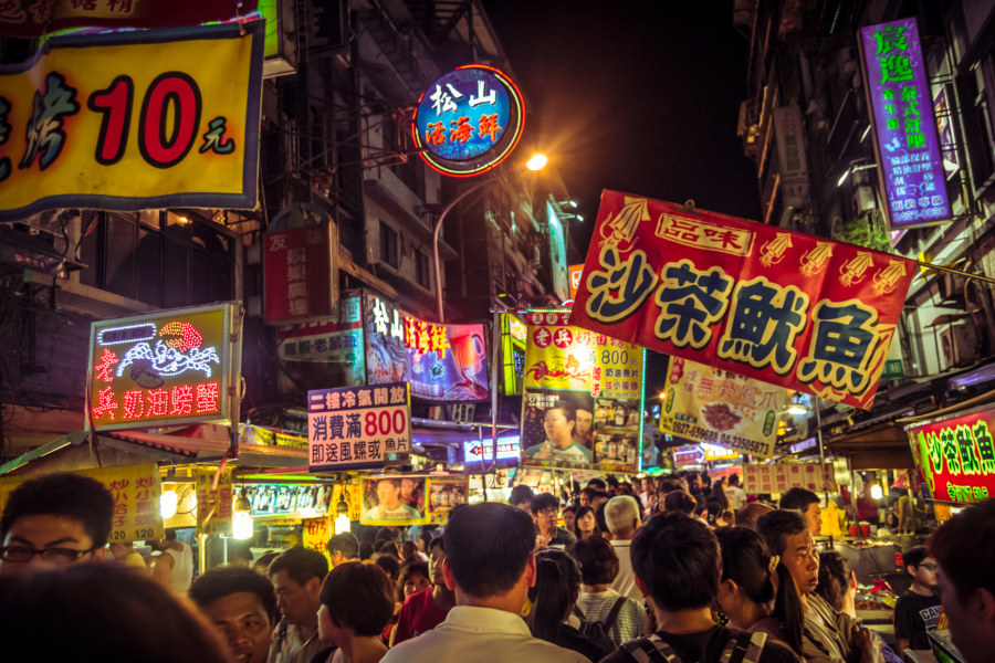Miaokou night market 廟口夜市 banners