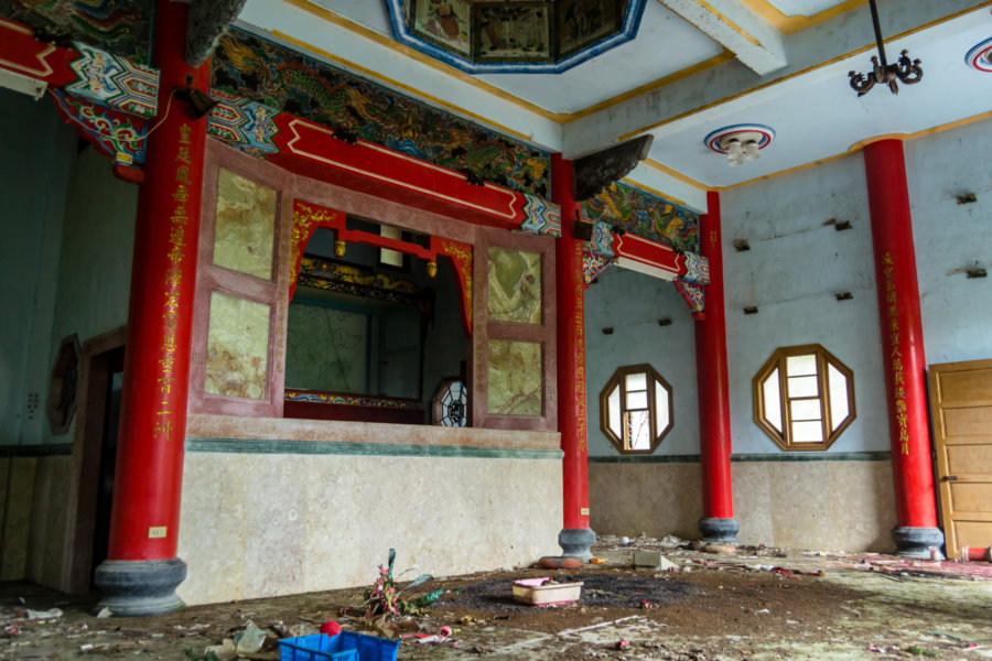 Inside the Former Main Hall of Lingxiao Temple 凌霄殿