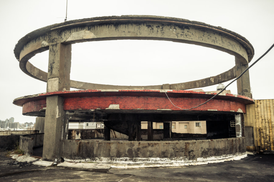 Abandoned UFO on a Zhongli rooftop