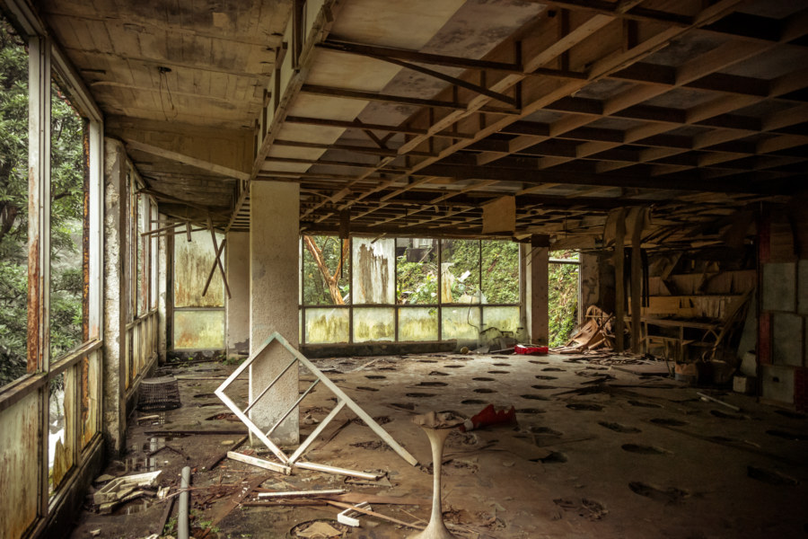 Inside the abandoned hotel across from Wulai Falls