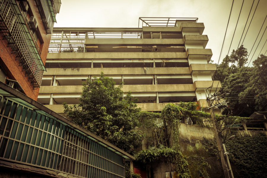 Exterior shot of the abandoned hotel on Yongye road (永業路),