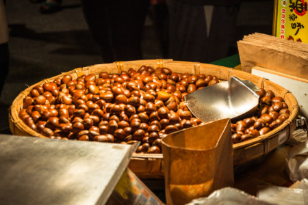 Sugar-roasted chestnuts at Douliu Renwen Park Night Market