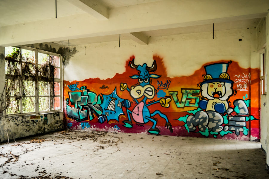 Graffiti in the Ruins of Yixin Vocational School 益新工商職
