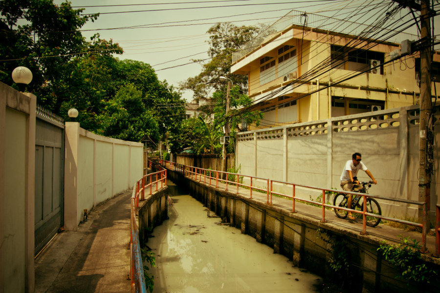 Cycling along the canal in Thon Buri