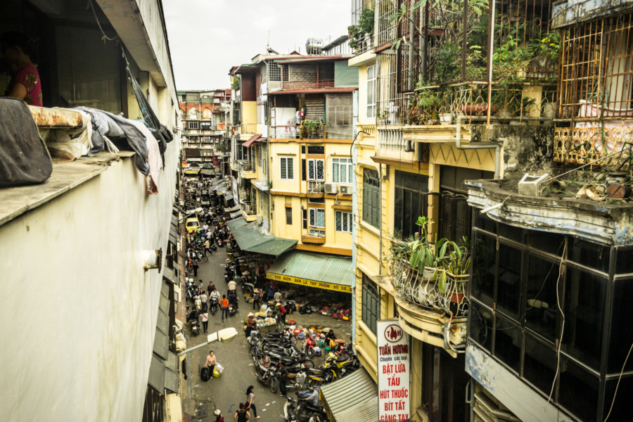 Small streets next to Dong Xuan Market